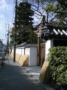 《冷泉家住宅》の塀の写真